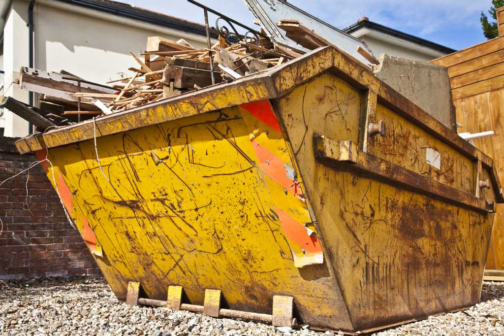 How to Achieve Quick Advertising Results by Hiring Skip Bins for Your Commercial Property